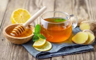 Сочетание черного или зеленого чая с медом и лимоном