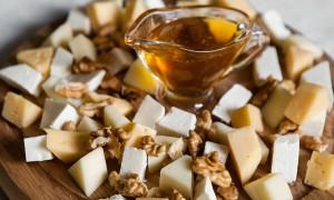 Уникальное сочетание сыра с медом
