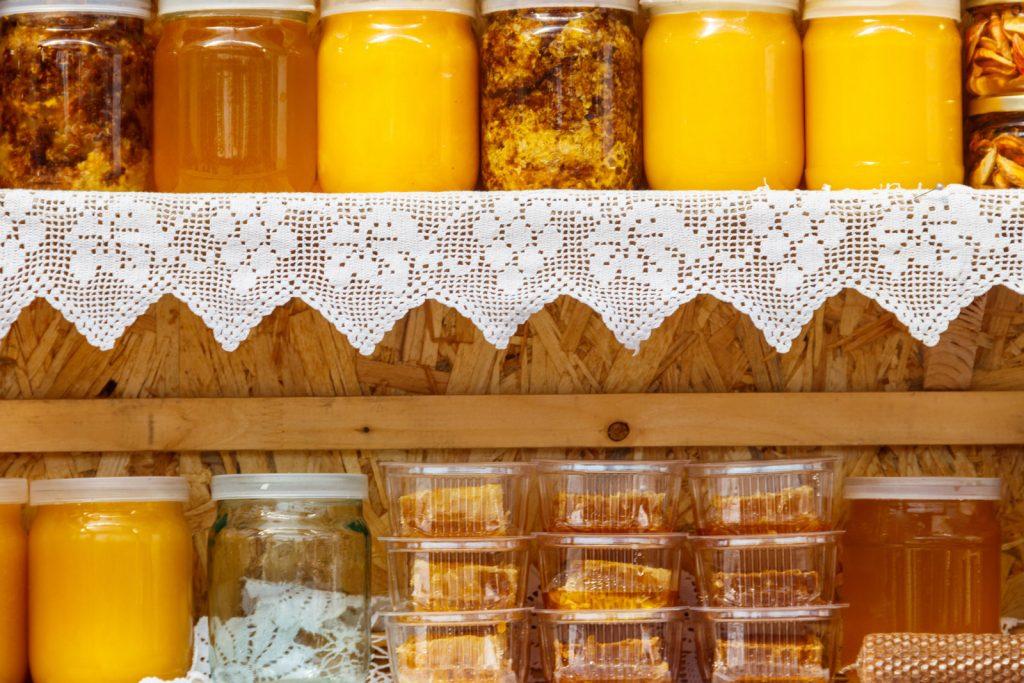 Почему пенится мед на поверхности что это значит