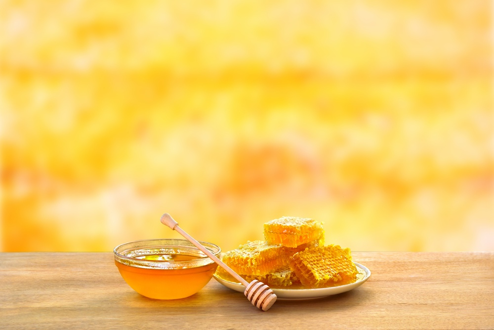Как правильно есть мед в сотах