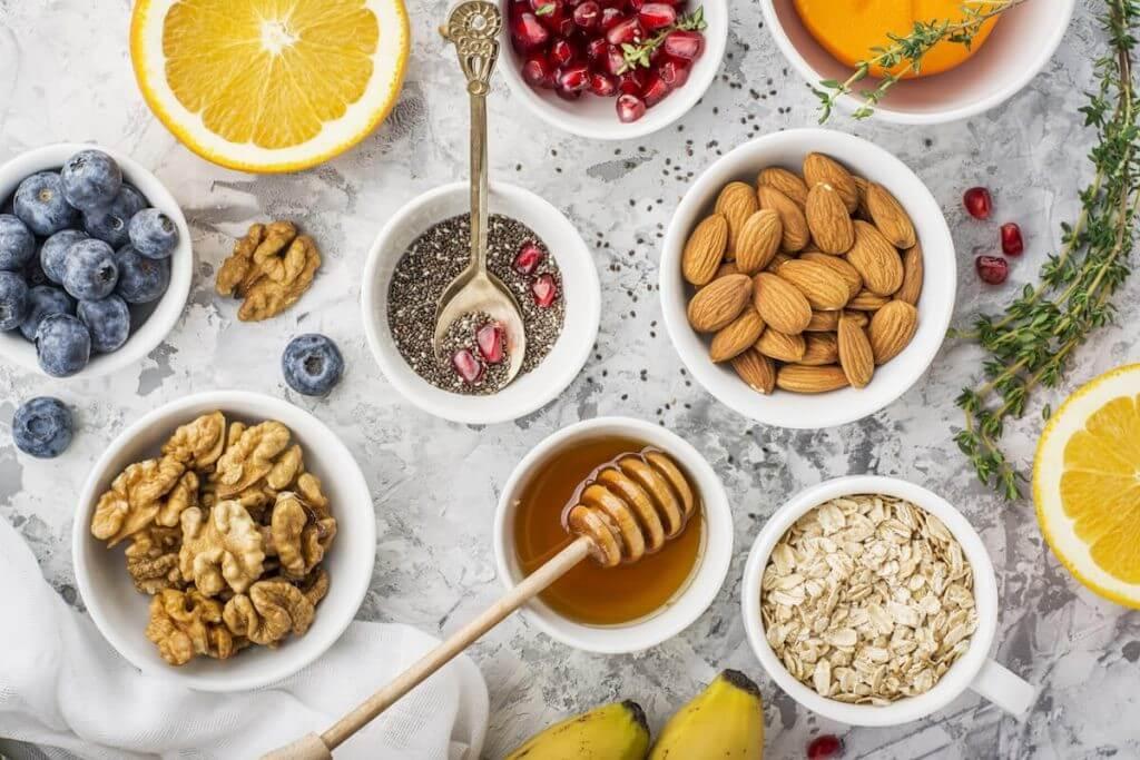 Грецкие и кедровые орехи с медом, отичительные особенности, их польза и вред